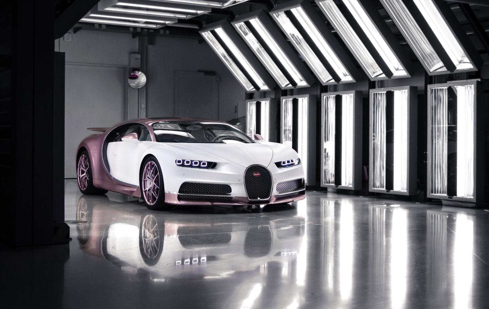 Bugatti Chiron Sport rosa da 2,65 milioni di euro.