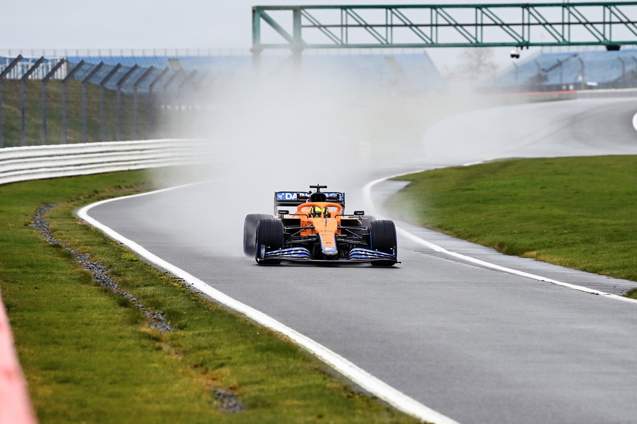 Ricciardo e Norris subito in pista con la nuova McLaren.