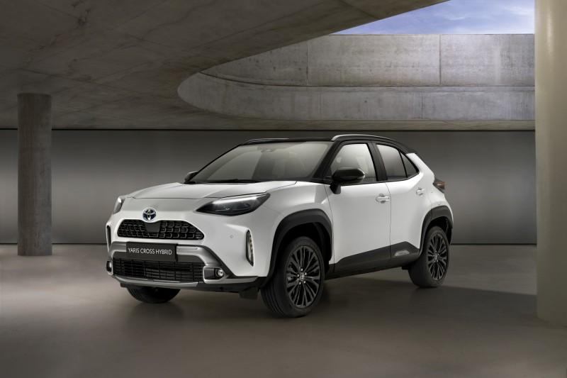 Toyota Yaris Cross, nuova versione Adventure e Premiere.