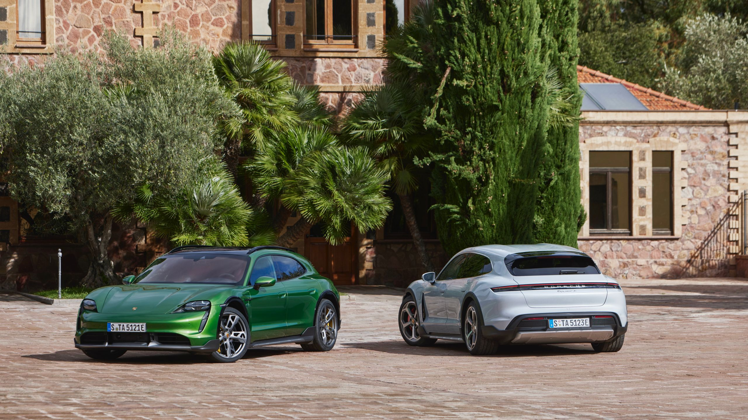 Porsche presenta la nuova Taycan Cross Turismo.