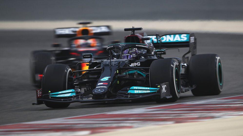 Prima giornata di Test pre-stagionali F1: Verstappen domina nel buio Mercedes.