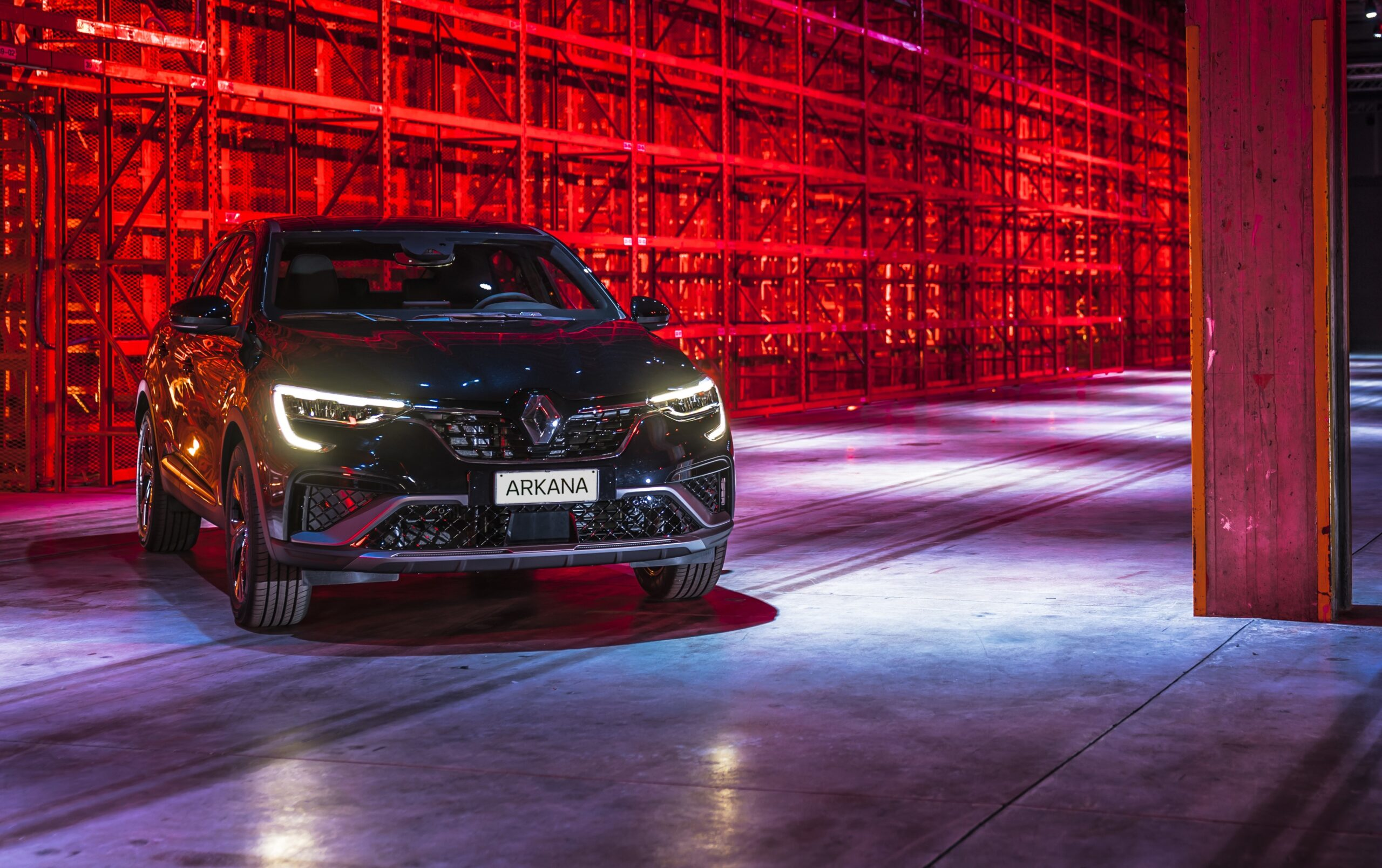 Renault Arkana: nuovo SUV ibrido dal look sportivo.