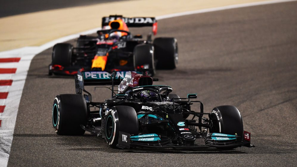 Gara Bahrain F1: Hamilton vince, Ferrari 6° e 8°.