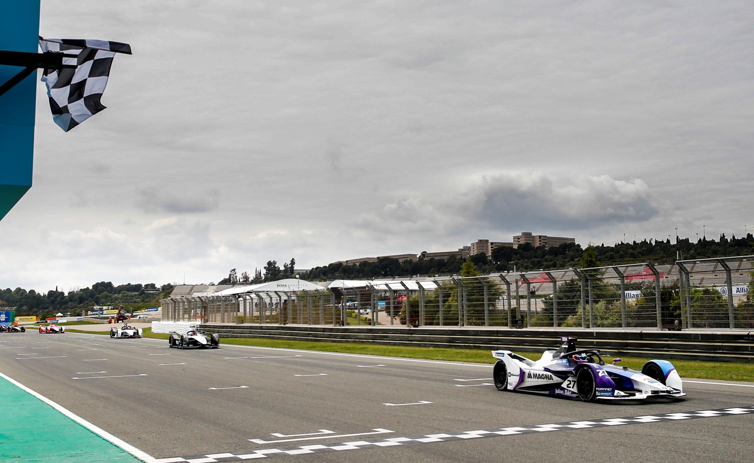 Gara E-Prix di Valencia (Round 6) di Formula E: Vince Jake Dennis con la sua BMW.