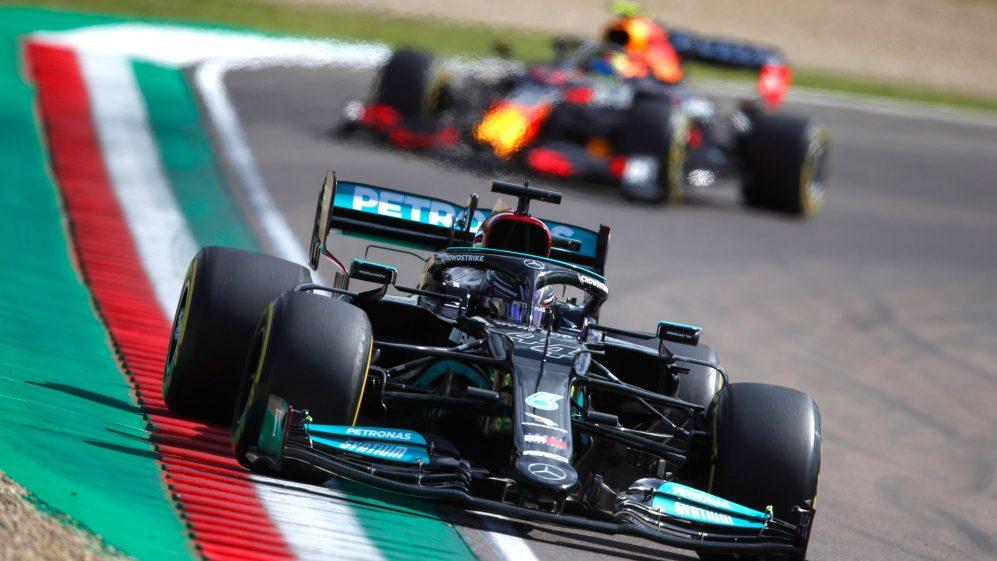 Qualifiche Imola di F1: Hamilton in pole, secondo Perez, Ferrari 4° e 11°.