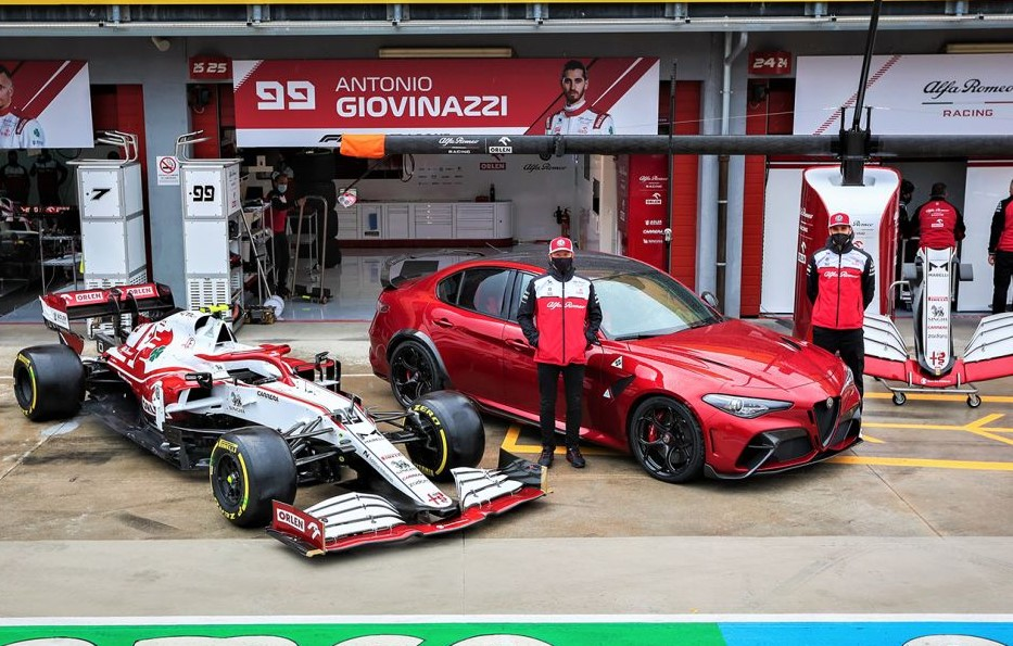 Alfa Romeo Giulia GTAm a Imola con Giovinazzi e Raikkonen.