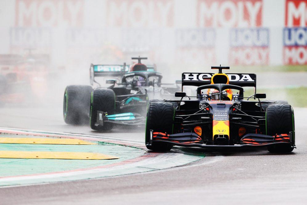 Gara Imola F1: Verstappen vince una gara pazza davanti a Hamilton e a Norris, Ferrari 4° e 5°.