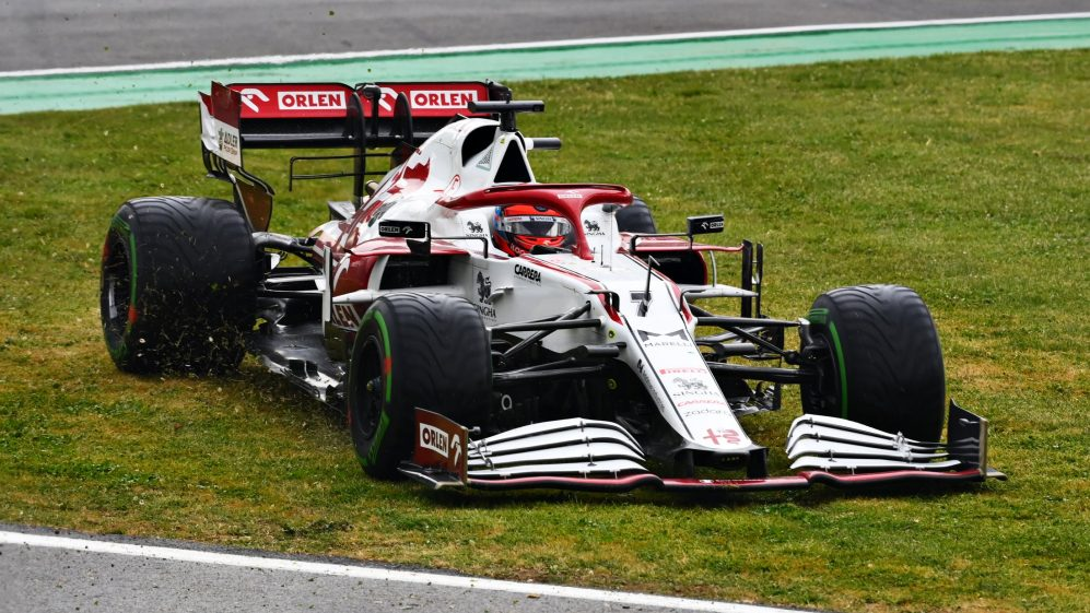 Raikkonen penalizzato, Alonso prende il suo primo punto della stagione.