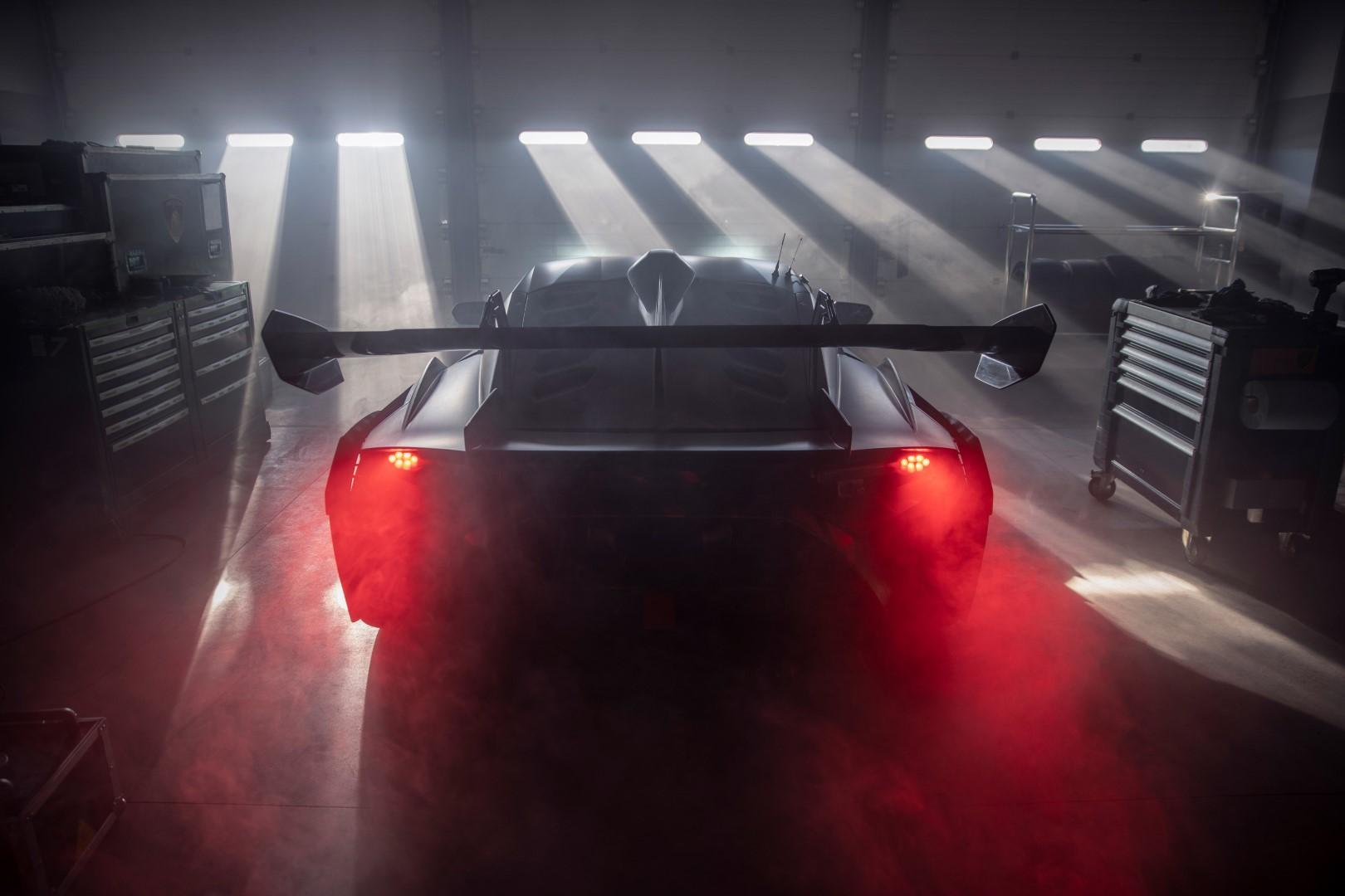 Lamborghini Squadra Corse: teaser e immagini della nuova vettura.