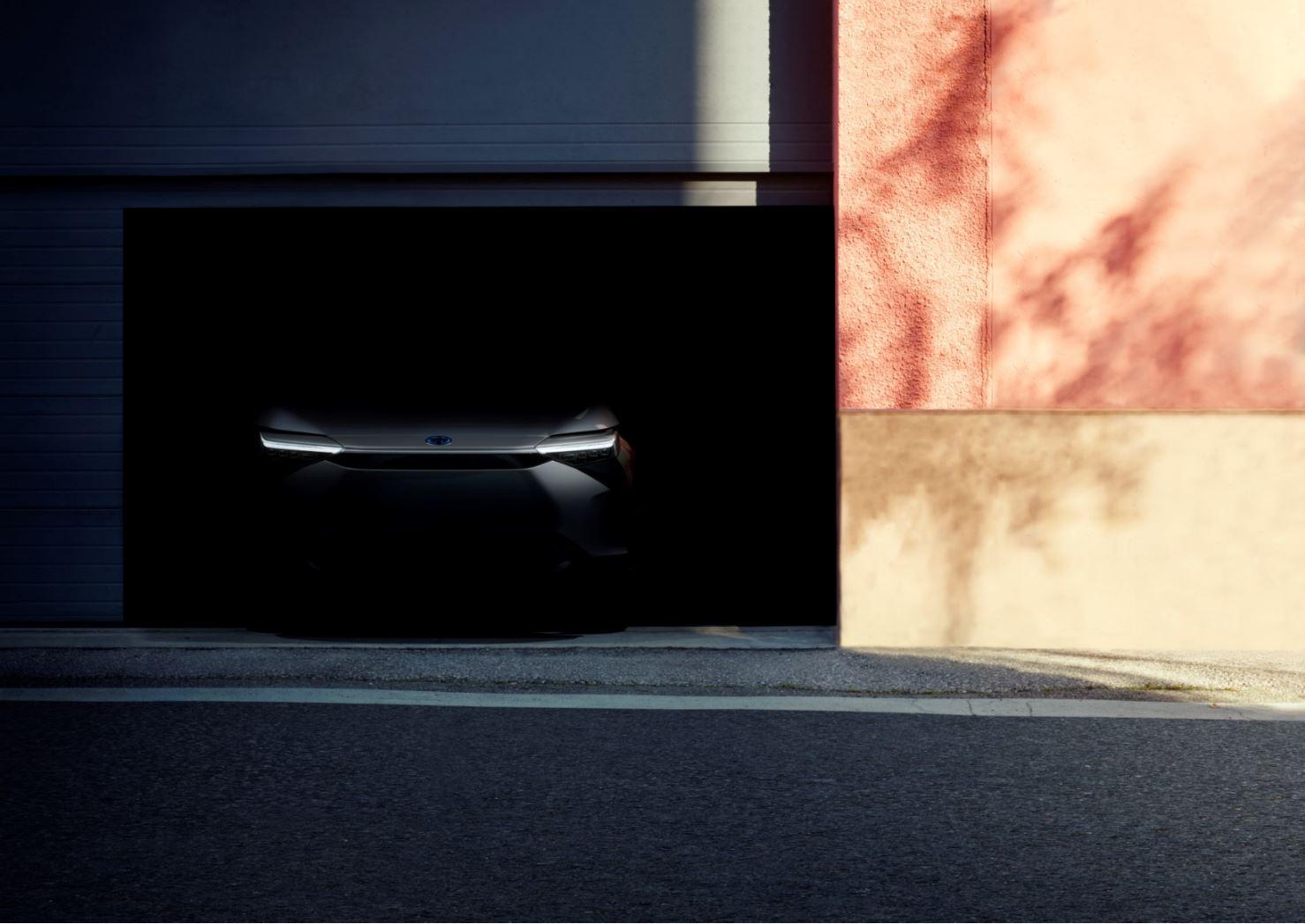 Spunta un teaser di un nuovo SUV Toyota.