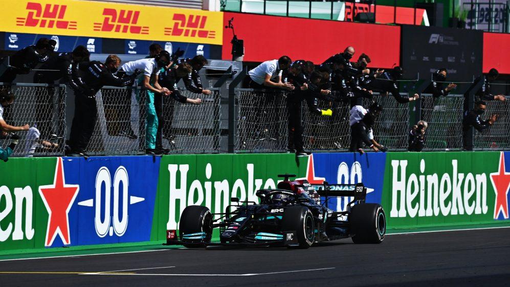 Gara Portogallo di F1: Hamilton vince davanti a Verstappen e Bottas, Ferrari 6° e 11°.