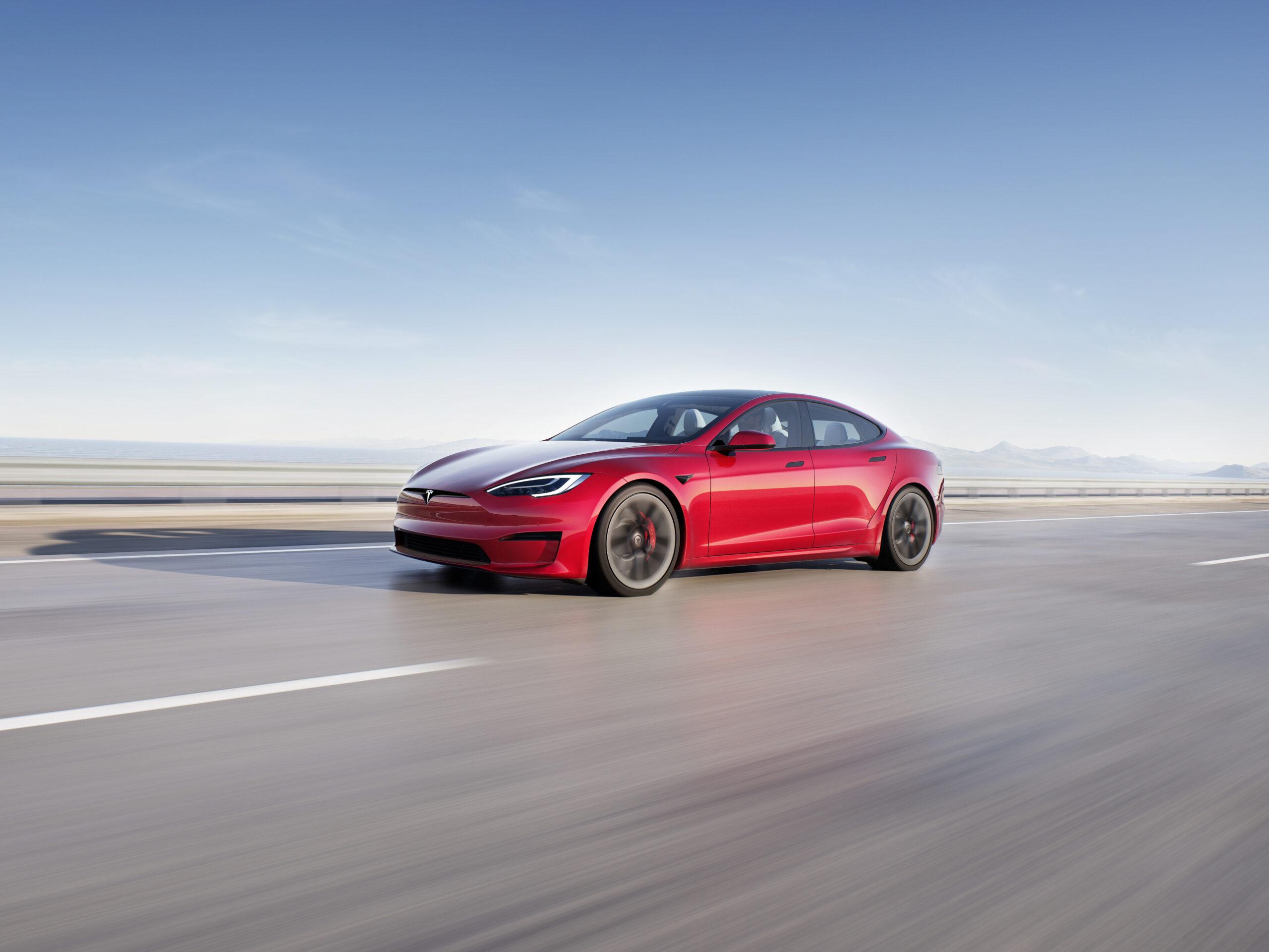 Elon Musk: Stop ai Bitcoin per comprare le Tesla.