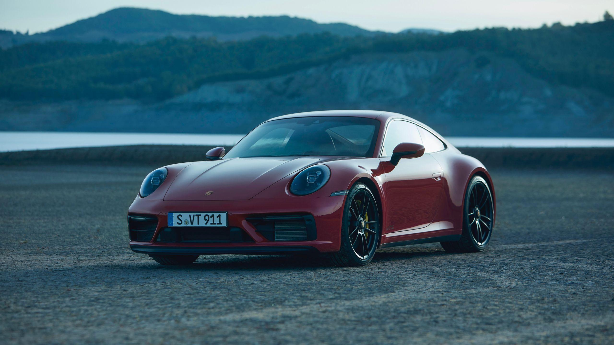 Nuova Porsche 911 GTS: design, interni e motore.