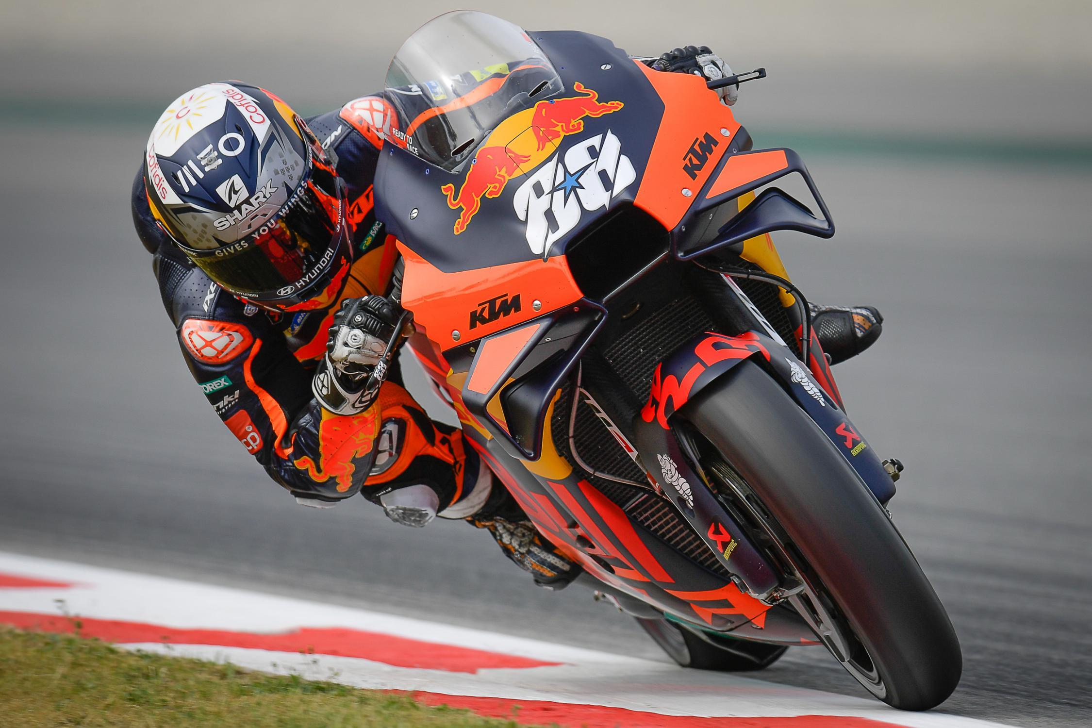 Gp Catalogna di MotoGP: Oliveira con la sua KTM vince il gp.