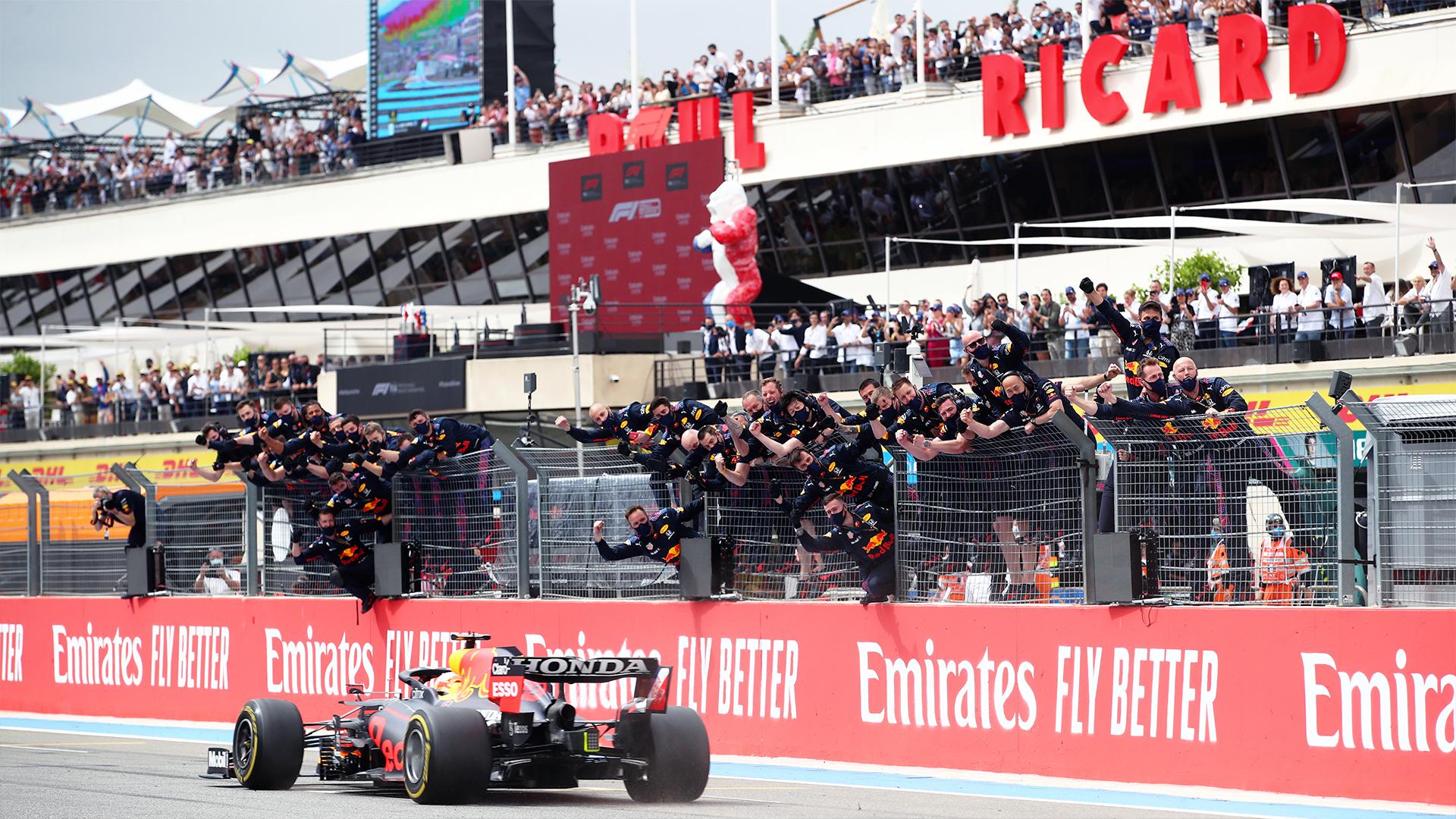 Gara del Gp di Francia: Verstappen vince con un sorpasso alla fine della gara, Ferrari fuori dai punti.