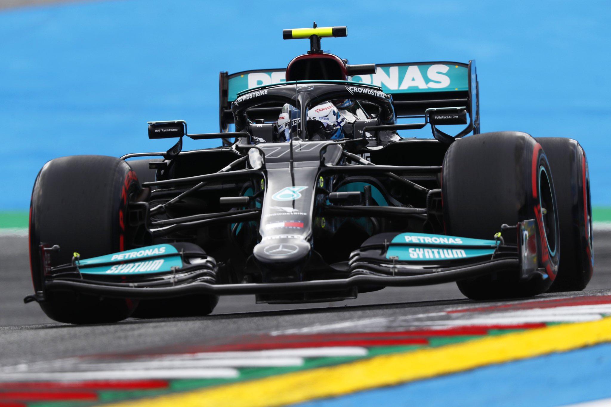 Bottas della Mercedes ha preso 3 posizioni di penalità per guida pericolosa.