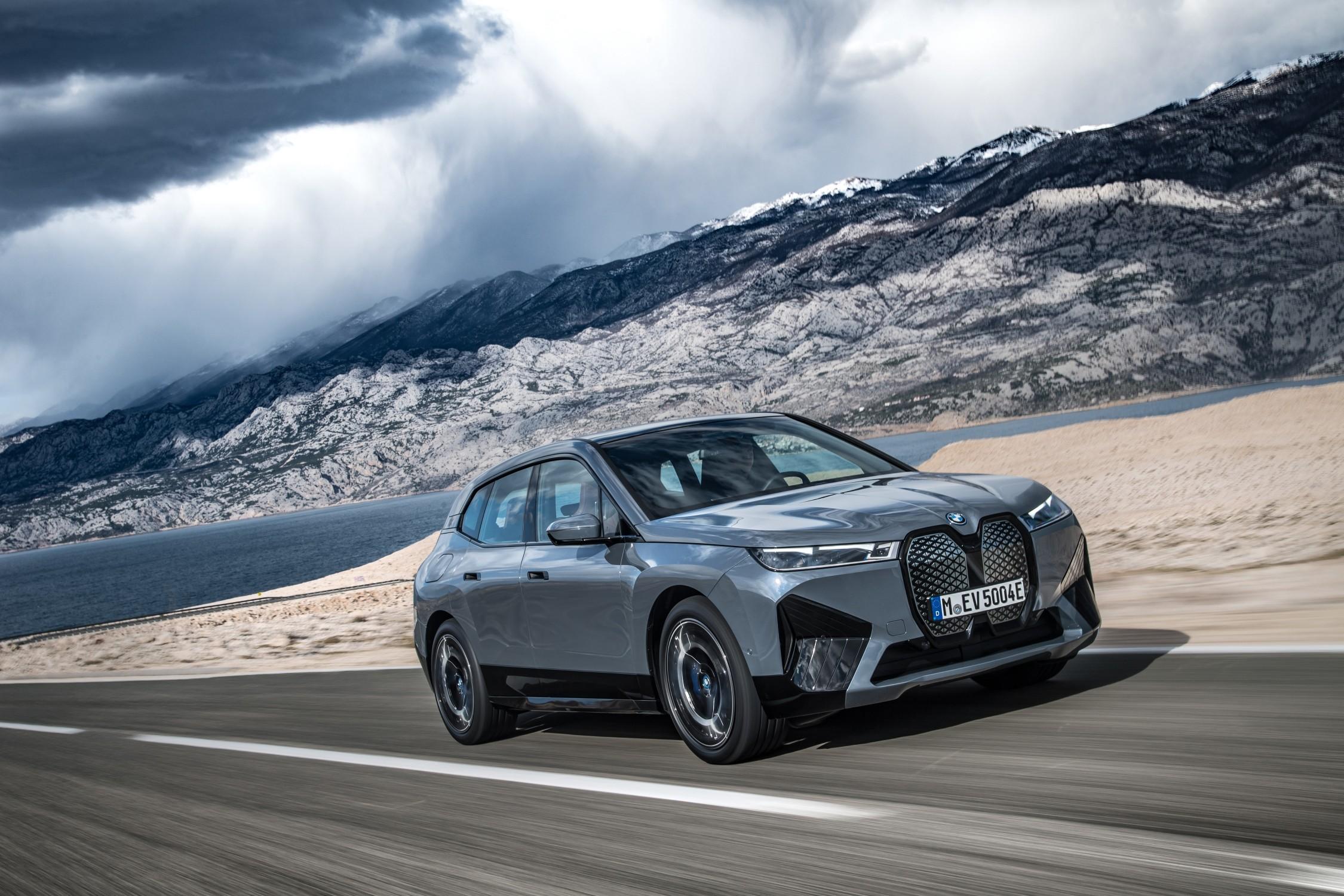 Presentata BMW iX: 630 i Km di autonomia.