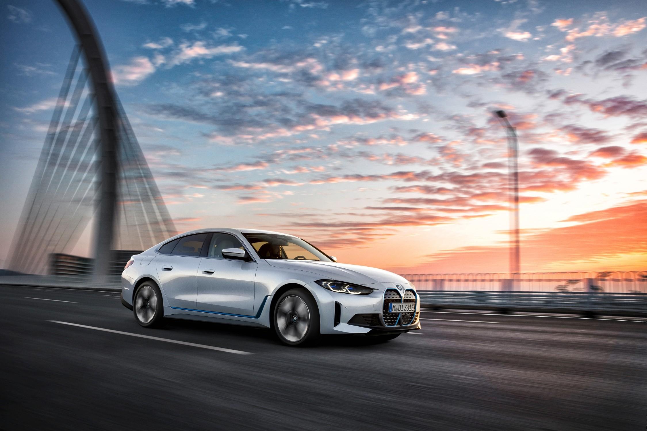 Presentata BMW i4: 544 CV e 510 Km di autonomia.