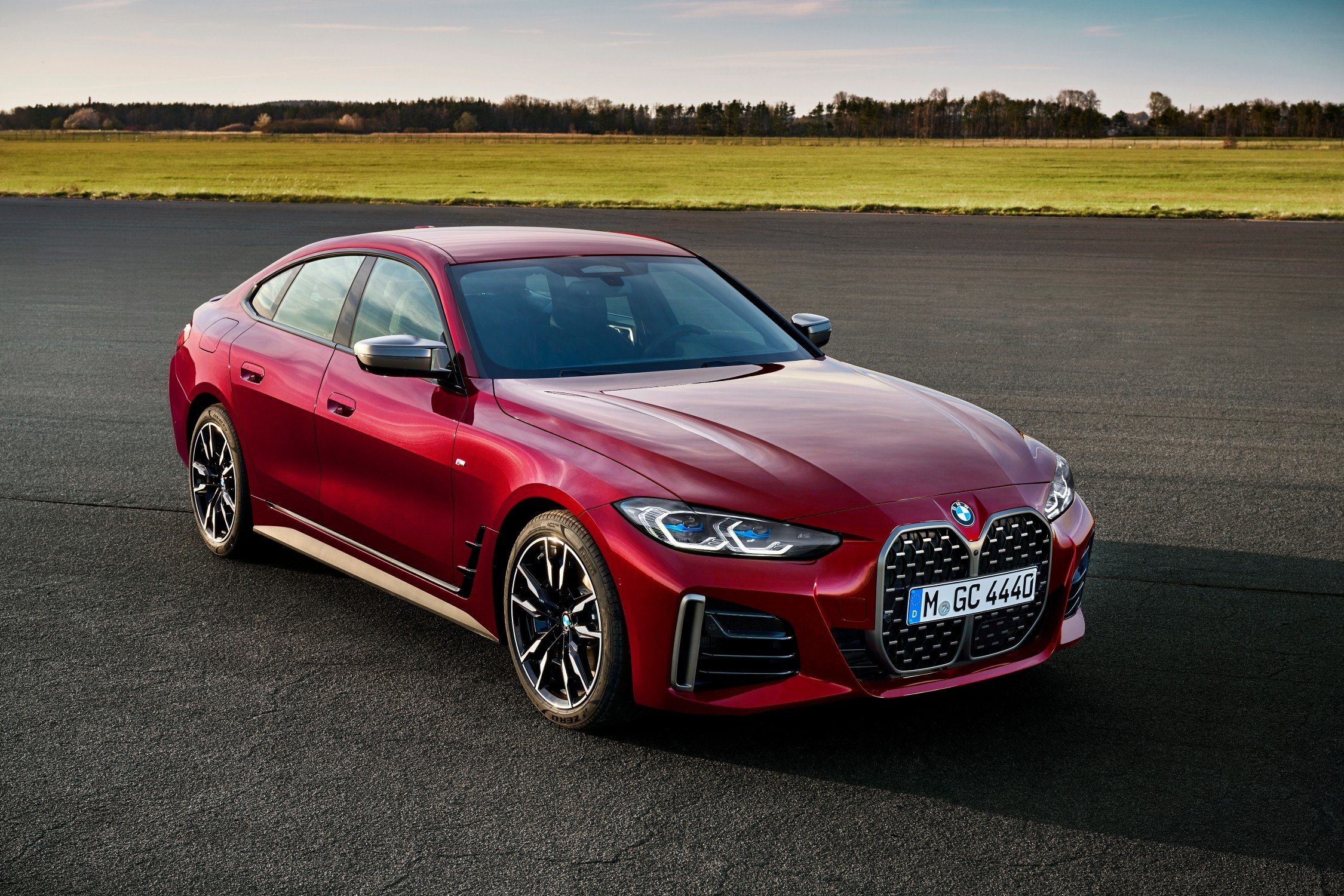 Nuova BMW Serie 4 Gran Coupé: design, interni e motori.