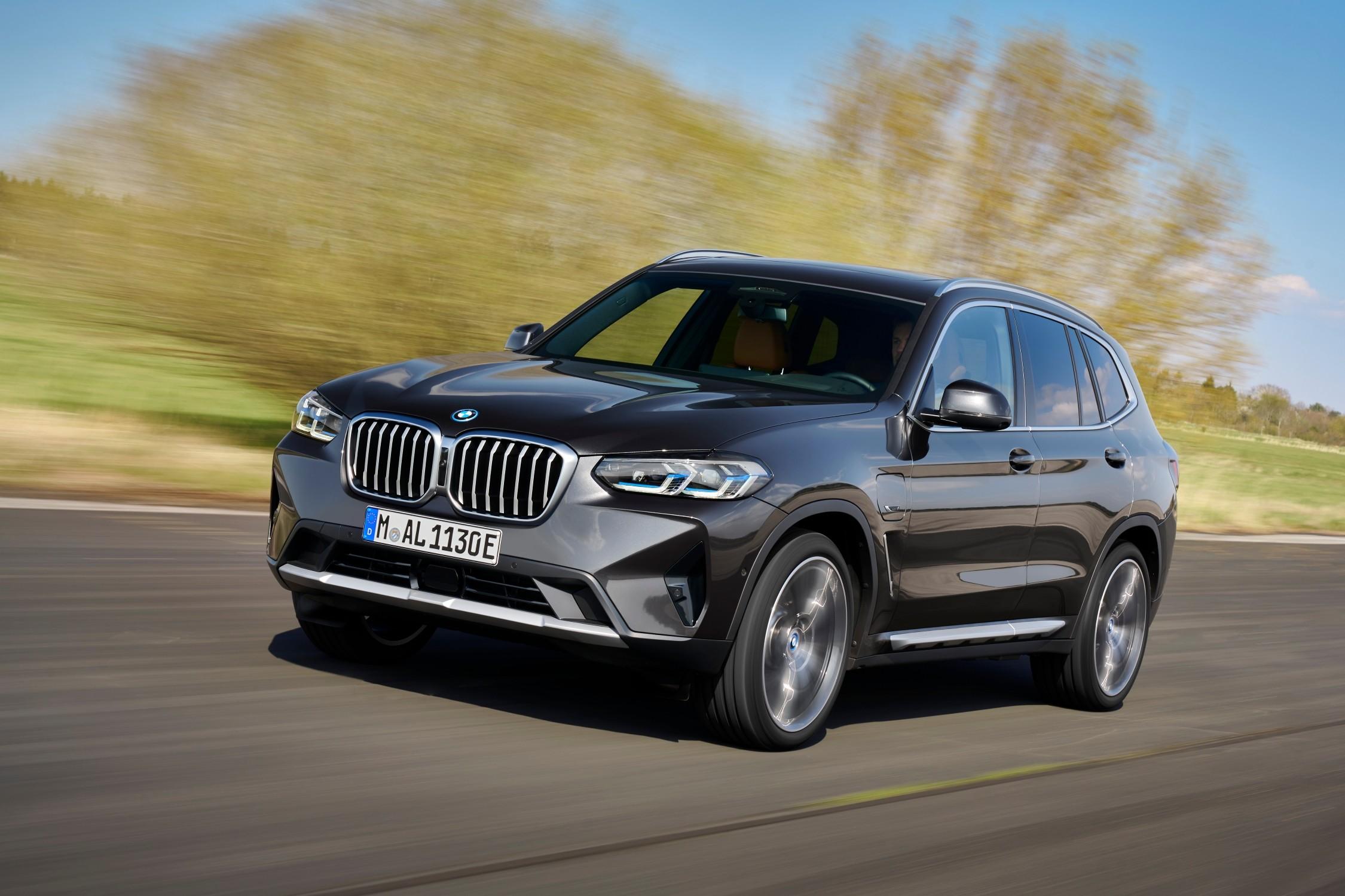 Nuova BMW X3 e X4: Design, interni e motori.