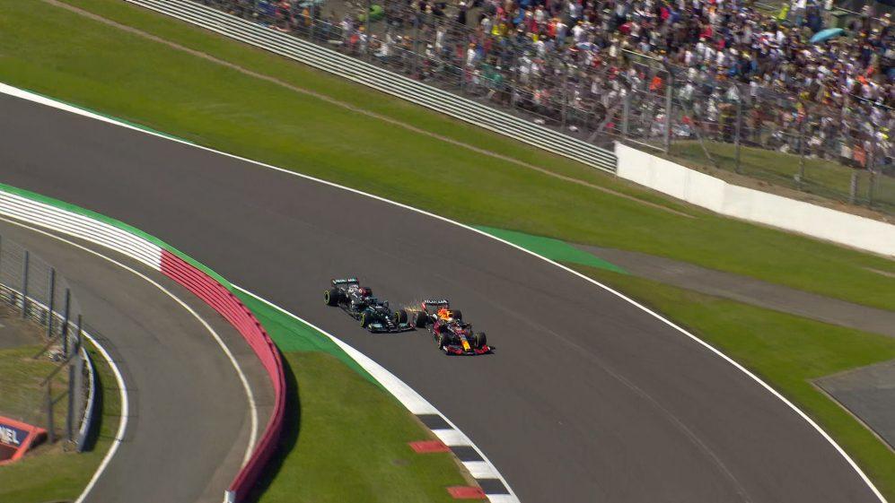 Red Bull non ci sta, vuole di più. Chiede la revisione della penalità inflitta a Hamilton.
