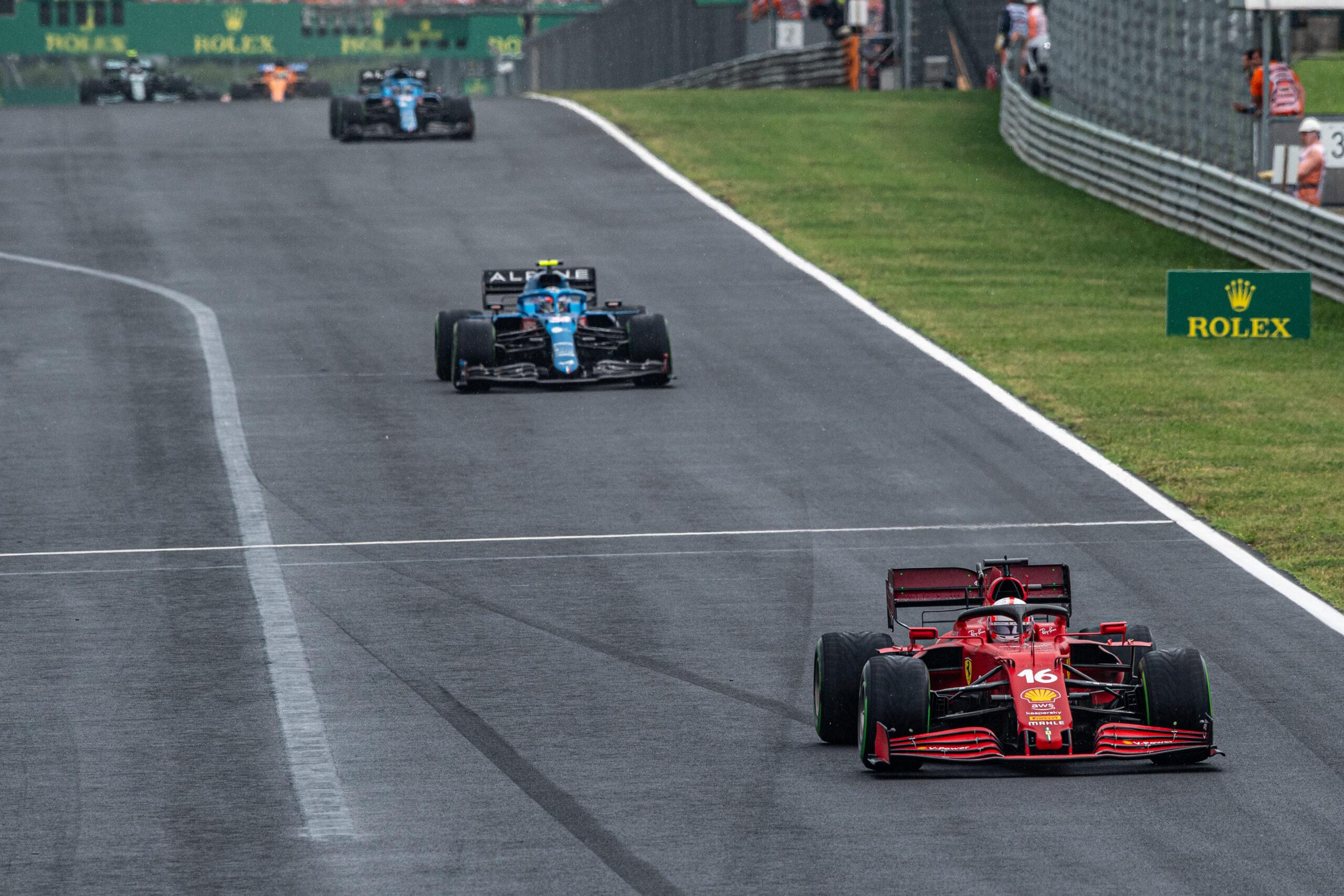 La Ferrari di Leclerc rischia una penalità in griglia.