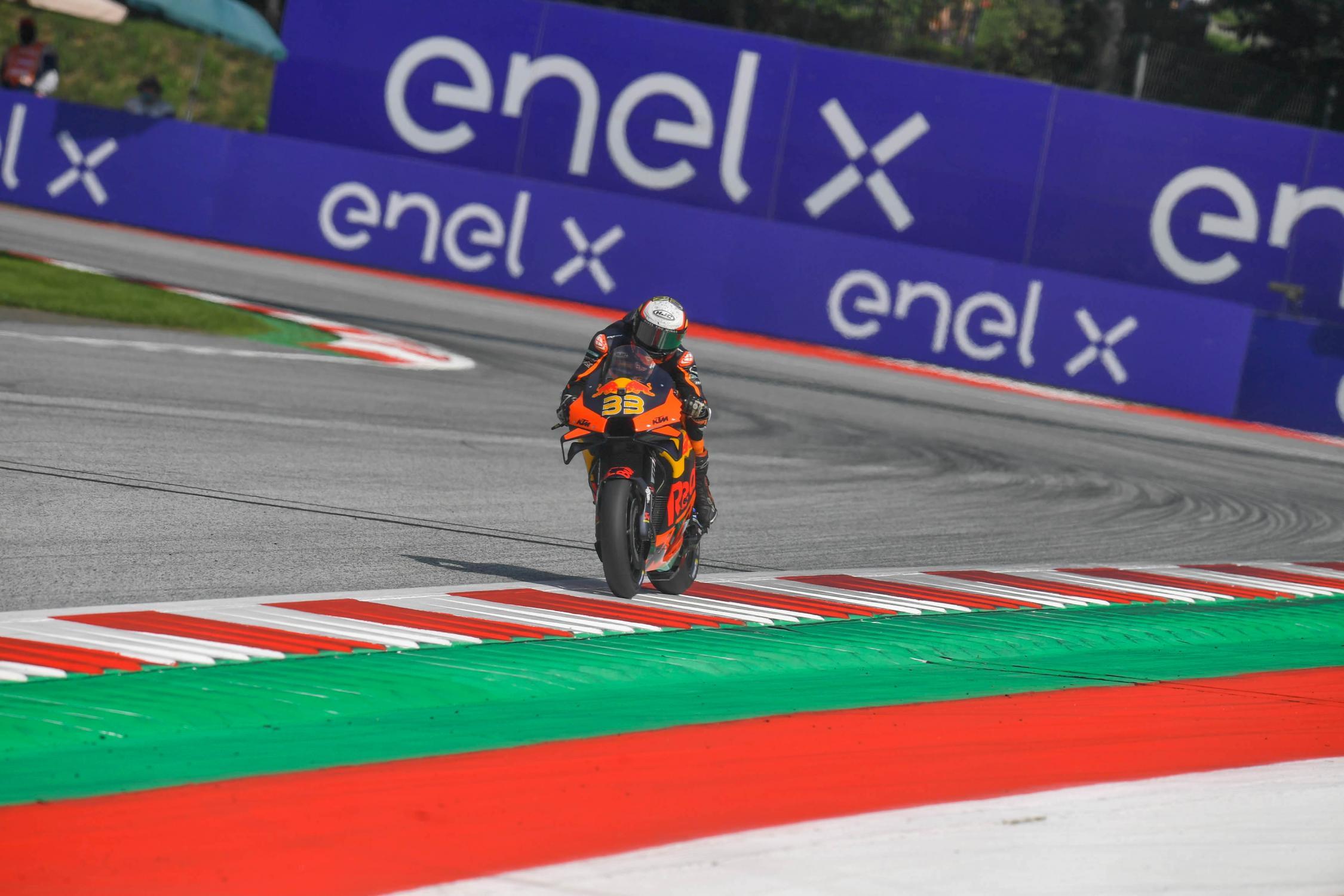 Gp d'Austria, risultati gara: Brad Binder vince una gara pazza, seconda posizione per Bagnaia.