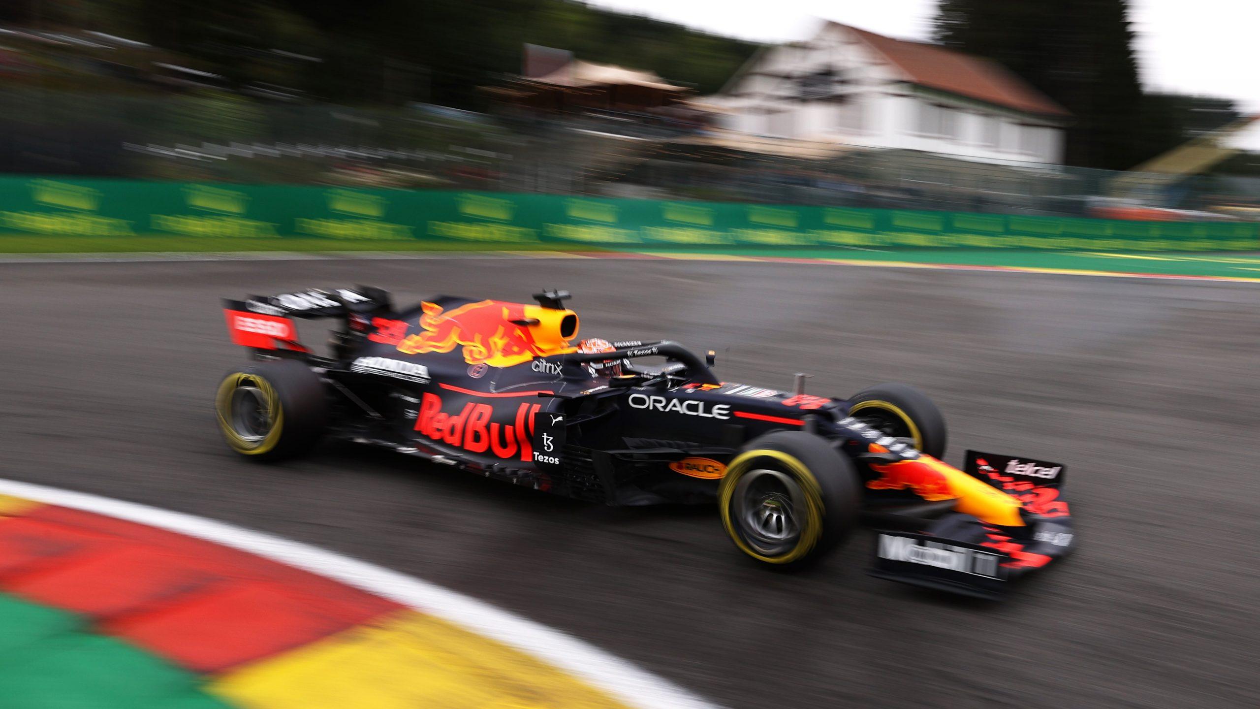 FP2, Gp Belgio: Verstappen primo, ma negli ultimi giri si schianta contro il muro. Ferrari fa fatica.