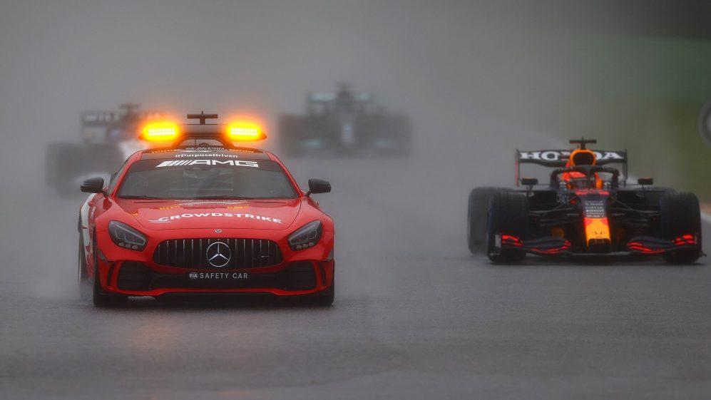 Gara, Gp Belgio: Verstappen vince una gara anomala, Russell secondo.