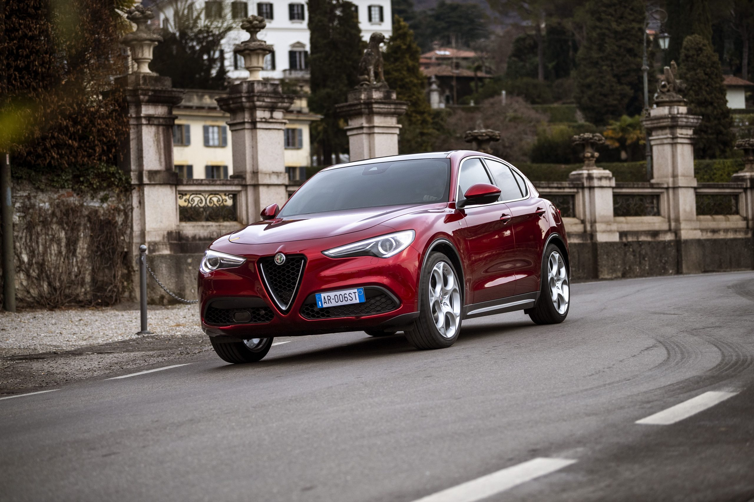 "Nuova Alfa Romeo Stelvio: serie speciale  ""6C Villa d'Este""."
