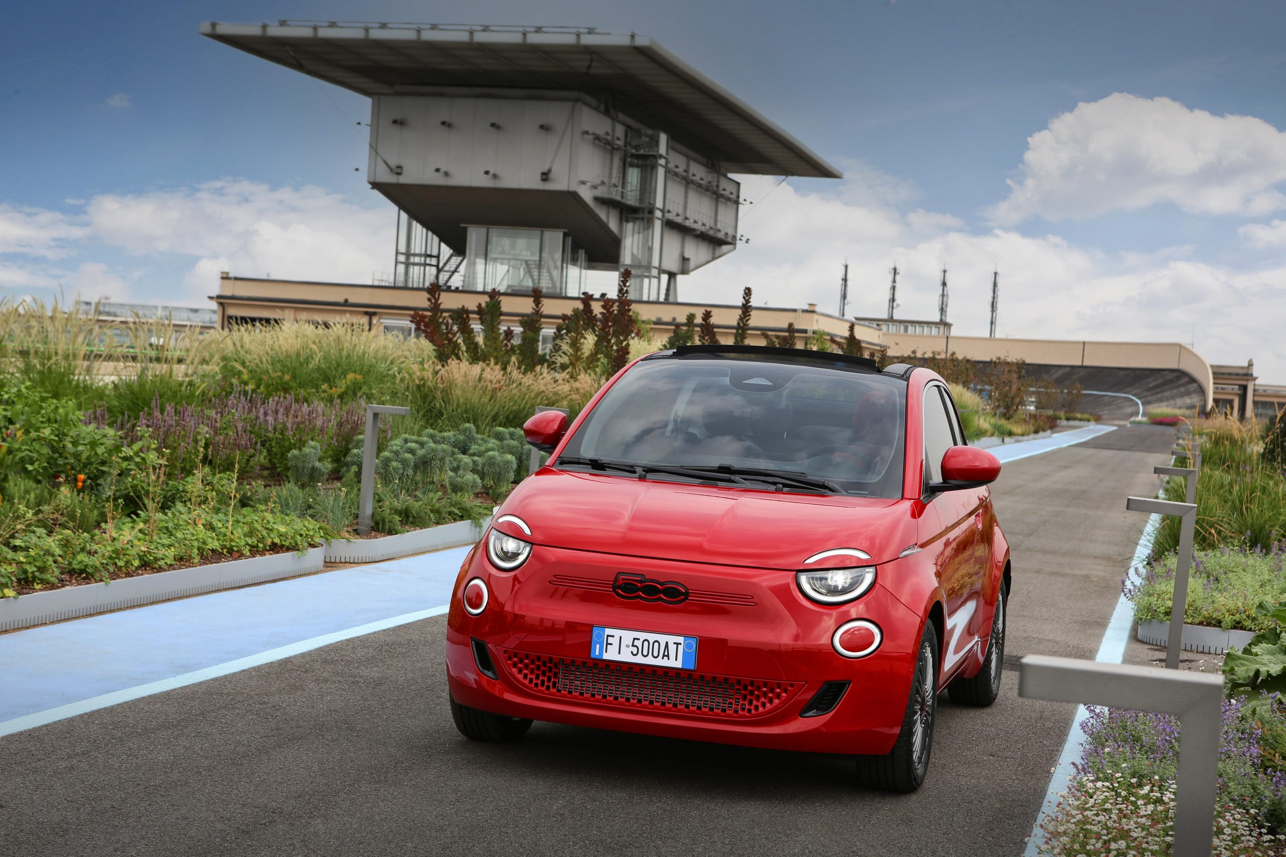 Nuova Fiat (500) RED, la famiglia 500 si colora di rosso.
