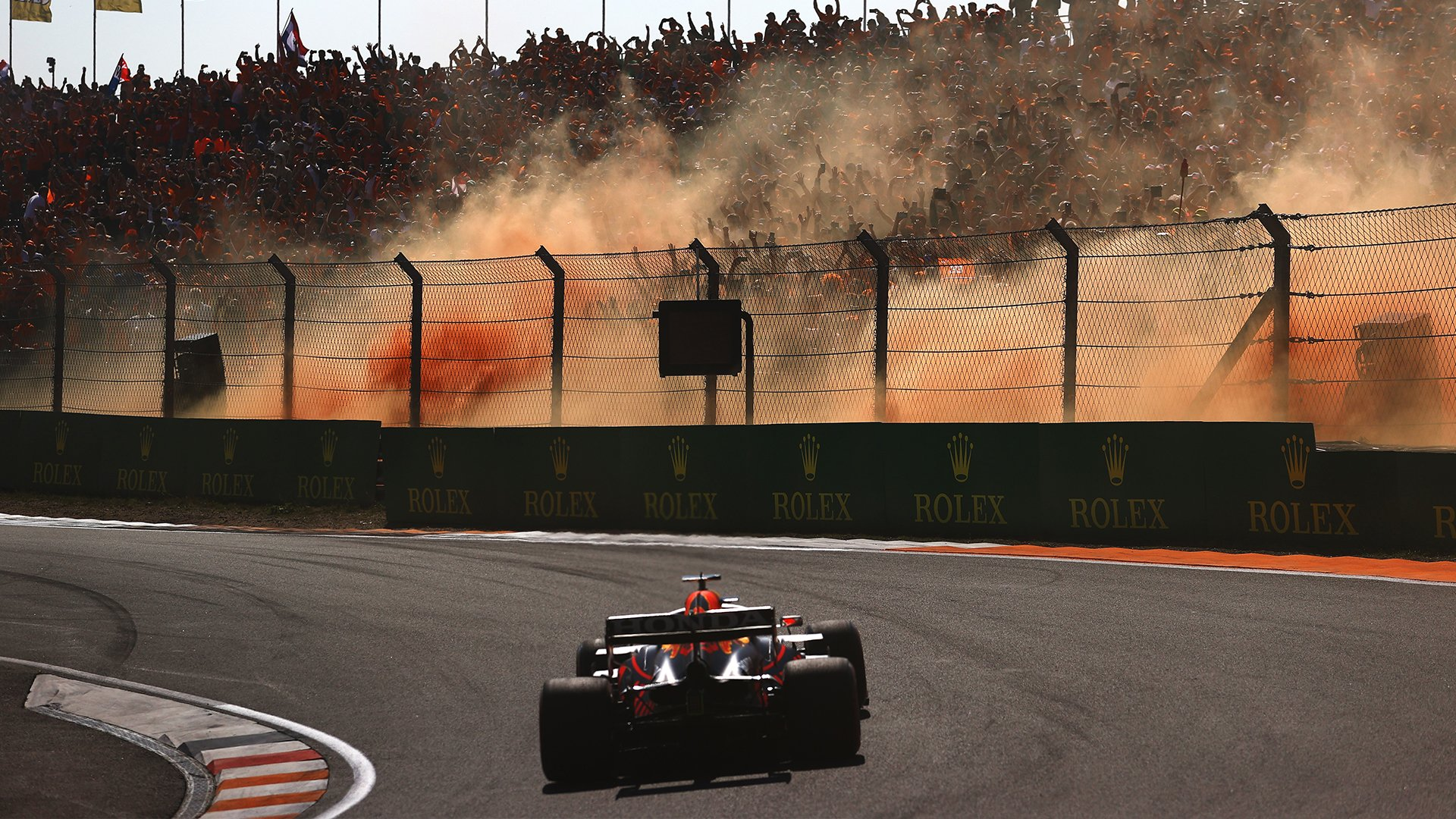 Gara, Gp d'Olanda: Max Verstappen domina a casa sua. Ferrari 5° e 7°.