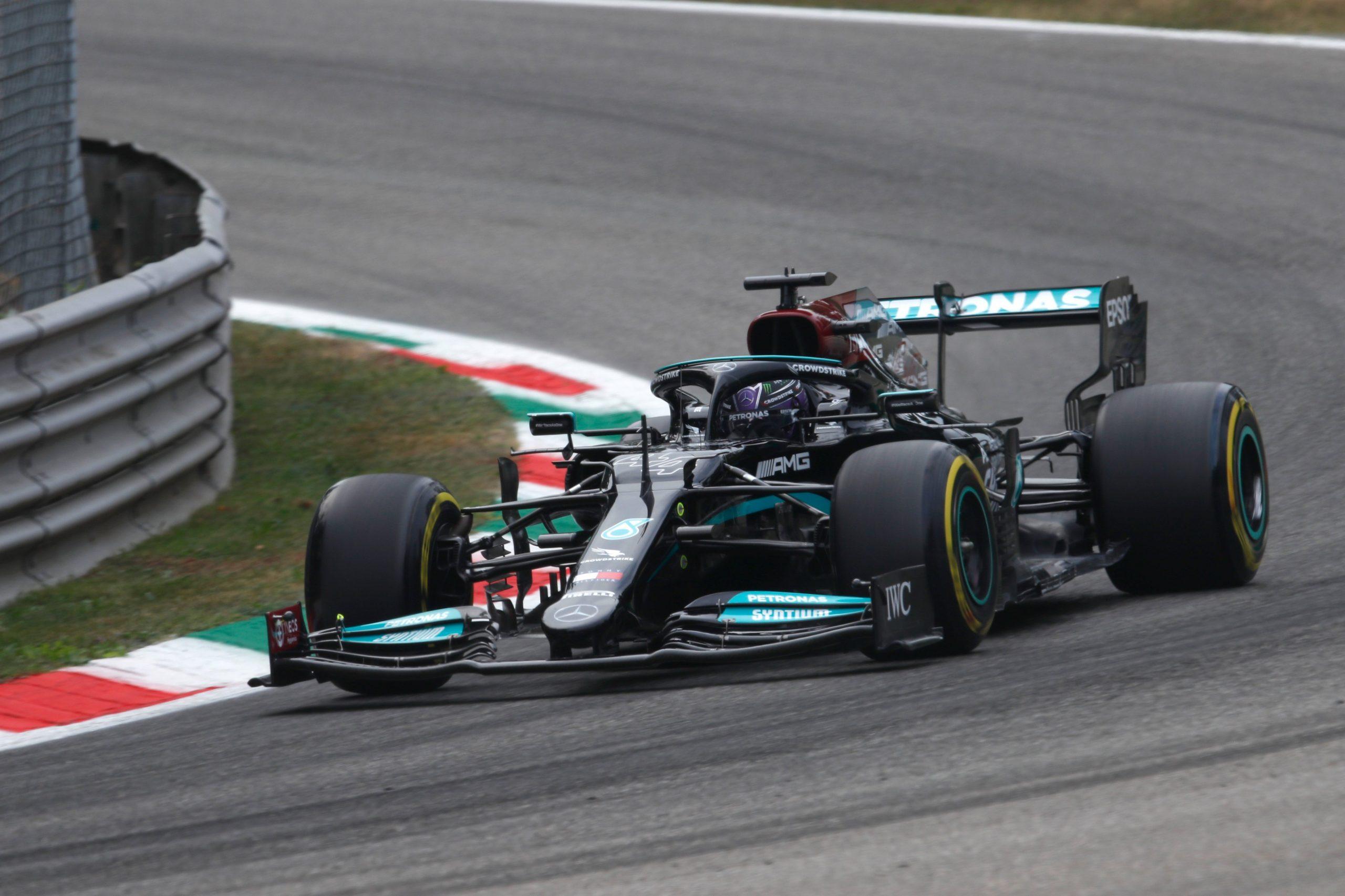 FP1, Gp d'Italia: Hamilton domina. Ferrari 7° e 11°.