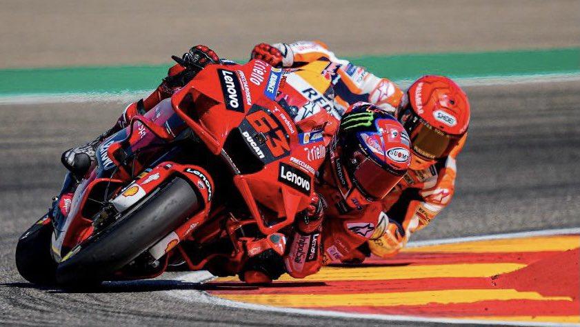 Gp di Aragon, risultati gara: Bagnaia vince, davanti a Marquez. Prima vittoria per Pecco.