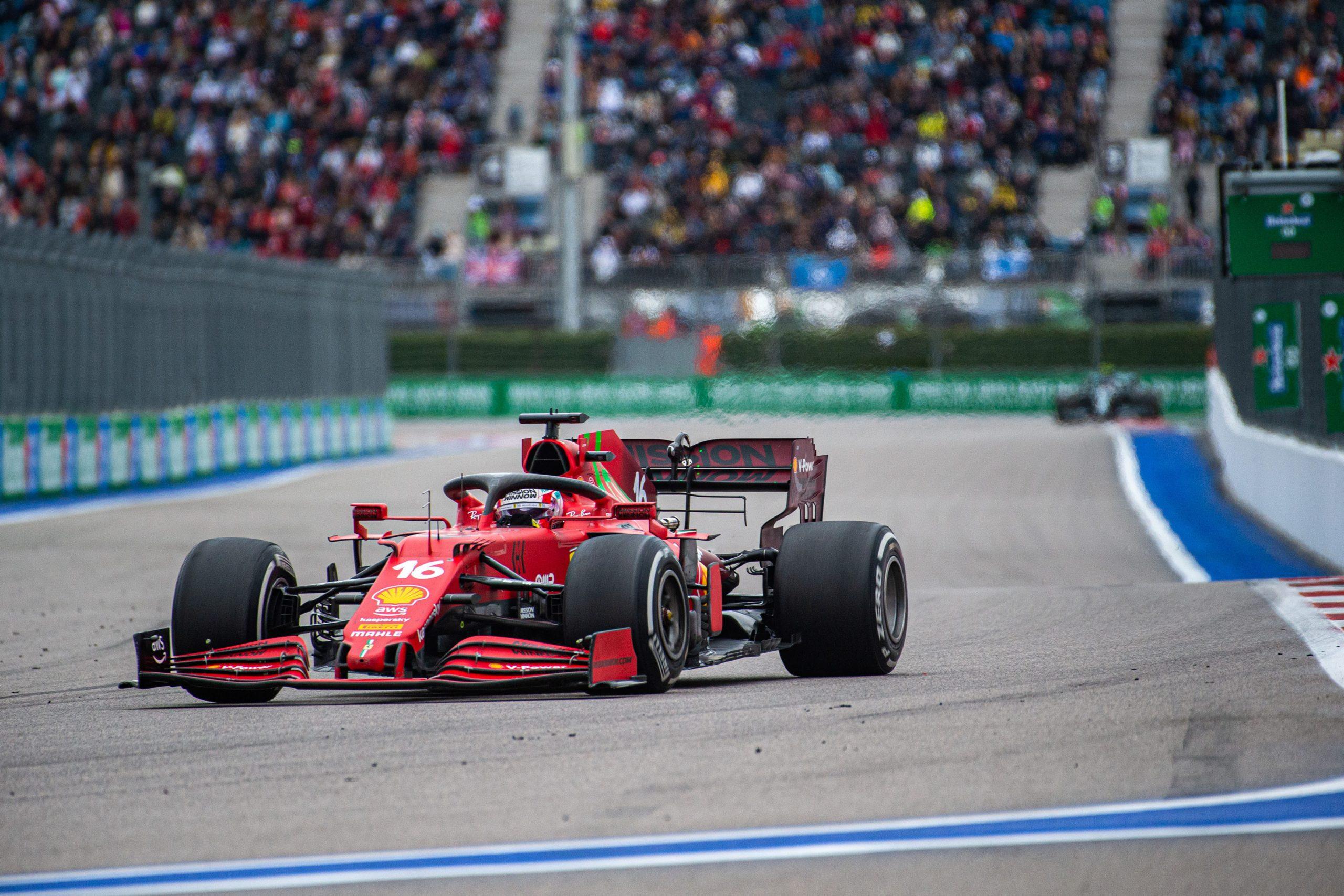 Gp Russia, Leclerc spiega perché non si è fermato subito per montare le gomme da bagnato.