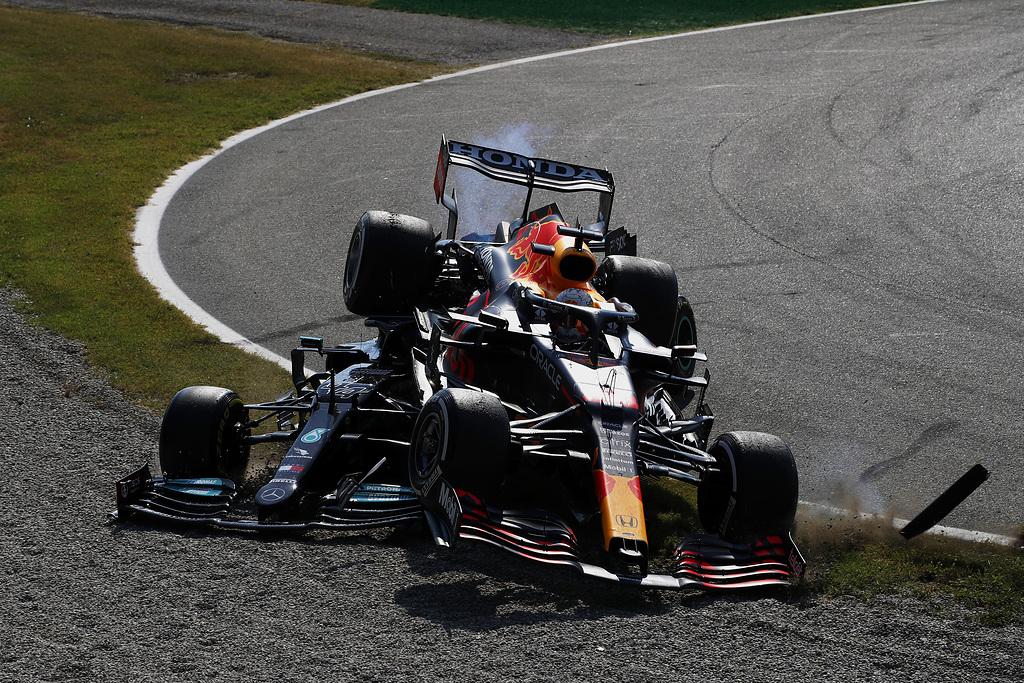Verstappen penalizzato di tre posizioni in griglia per il Gp di Russia.