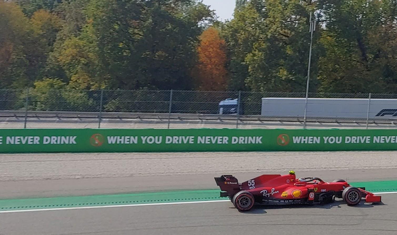GP di Turchia: Nuovo motore per la Ferrari di Sainz, partirà dal fondo.