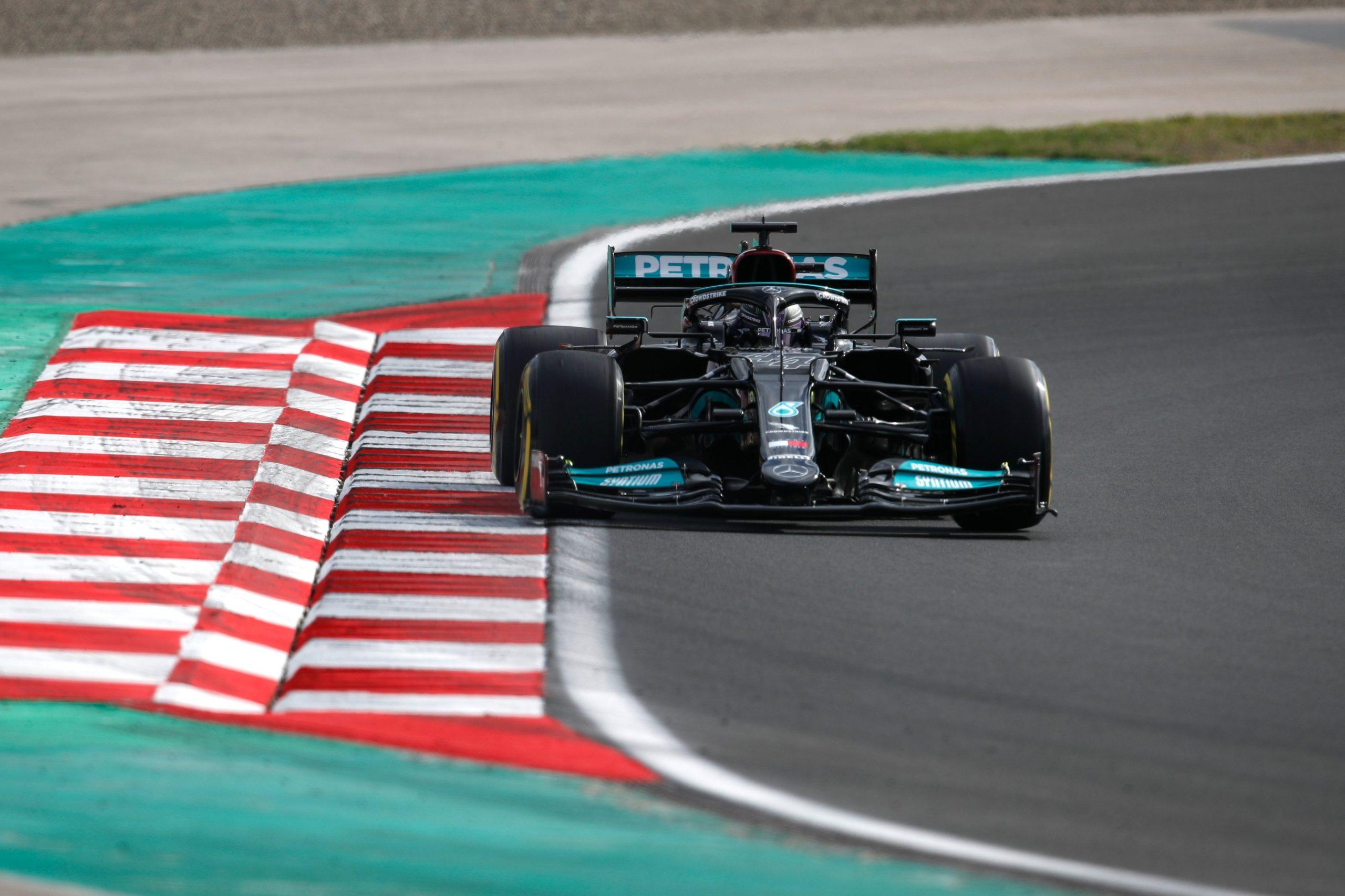 FP2, Gp di Turchia: Hamilton primo, ma Leclerc sorprende con la seconda posizione.