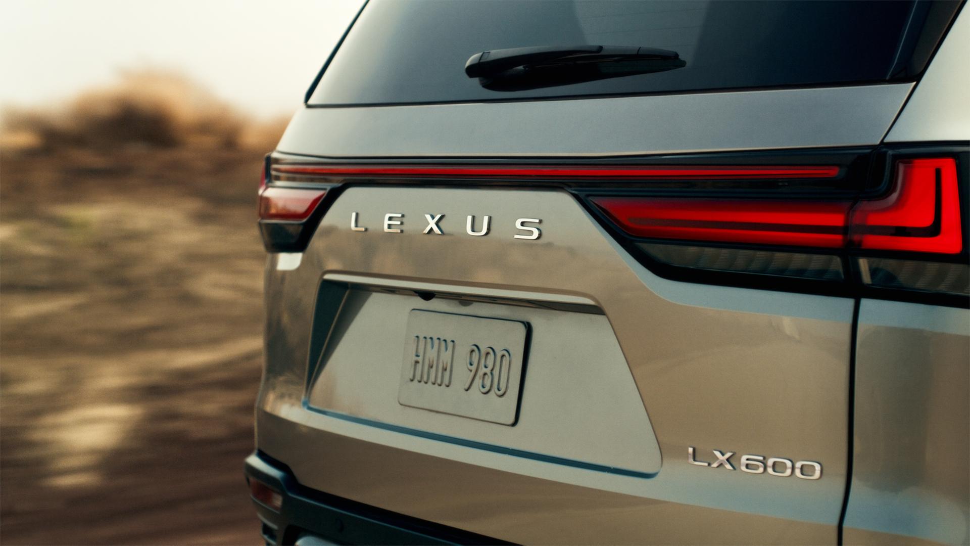 Lexus LX, debutto previsto per il 13 Ottobre.